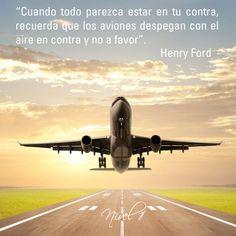 Cuando todo parezca estar en tu contra, recuerda que los aviones despegan con el aire en contra y no a favor. Henry Ford
