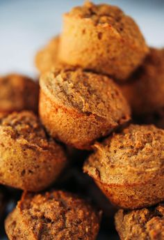 51 calorie banana muffins made with sweet potatoes instead of flour! healthy paleo banana bread muffins make easy paleo breakfasts for on the go. Paleo Banana Muffins, Sweet Potato Muffins, Healthy Breakfast Muffins, Paleo Sweet Potato, Breakfast Items, Free Breakfast, Calories, Clean Eating Snacks, Healthy Snacks