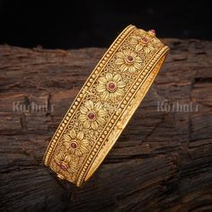 Designer antique bangle plated with gold polish made of copper alloy! Gold Bangles Design, Gold Earrings Designs, Gold Jewellery Design, Gold Designs, Gold Mangalsutra Designs, Gold Plated Bangles, Gold Jewelry Simple, Look Chic, Gold Polish