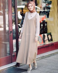 Overall n hijab Muslim Women Fashion, Modern Hijab Fashion, Abaya Fashion, Modest Fashion, Fashion Outfits, Hijab Style, Hijab Chic, Modest Dresses, Modest Outfits