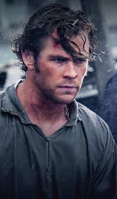 Chris hemsworth in one of his films Chris Hemsworth Movies, Chris Hemsworth Thor, Who Is Thor, The Sea Movie, Jonathan Green, Fictional Heroes, Hemsworth Brothers, Chef D Oeuvre, Historical Romance