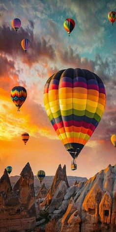Air Balloon Rides, Hot Air Balloon, Balloon Balloon, Balloons Photography, Nature Photography, Colorful Wallpaper, Nature Wallpaper, Ballons Fotografie, Balloon Pictures