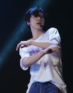 Ten, I actually cannot deal with you. The way you move when you're performing... <3
