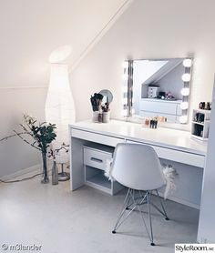 44 makeup room decor to brighten your morning routine 44 Room Ideas Bedroom, Bedroom Decor, Bedroom Inspo, Teen Bedroom, Bedrooms, Makeup Room Decor, Makeup Rooms, Makeup Desk, Cute Room Decor