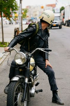 Motorcycle male discovered by Charlietje on We Heart It Velo Vintage, Vintage Bikes, Scott Mccall, Rockers, Sr500, Mens Fashion Blog, Male Fashion, Young Fashion, Urban Fashion