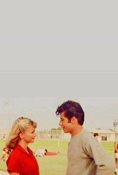 Summer lovin': Olivia Newton John & John Travolta as Sandy & Danny. Photo: a still from the 1978 musical-turned-film, Grease (Paramount Pictures) Movies Showing, Movies And Tv Shows, Grease 1978, Danny And Sandy Grease, Sandy And Danny, Pretty People, Beautiful People, Film Mythique, Portraits