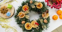 Stroik świąteczny z suszonymi pomarańczami