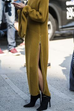 Fall Street Style Outfits to Inspire Herbst Street Style Fashion Week Look Fashion, Fashion Outfits, Womens Fashion, Fashion Design, Fashion Trends, Ladies Fashion, Fall Fashion, Knit Fashion, Hijab Fashion
