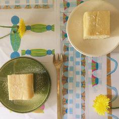 幻のチーズケーキ屋さん、今はなきアトリエタタンのチーズケーキレシピです。 オーブンによって、焼き上がりに差があるので、研究してみるのも楽しいかも。 粉が10gだけっていう、ほぼチーズのケーキ。 すんごく簡単なぶん、材料が ものをいうケーキ。 そして、とっても濃厚なので、満足度も高い。 是非是非お試しあれ!