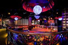 Lavo Nightclub (Madison Avenue). Este amplio local subterráneo es legendario tanto por su propuesta musical –los mejores djs de la electrónica mundial han pasado por aquí- como por su decoración circular. 72 horas en Nueva York - My Lightstyle - Blogs Harper's Bazaar. http://www.harpersbazaar.es/blogs/my-lightstyle/72-horas-en-nueva-york