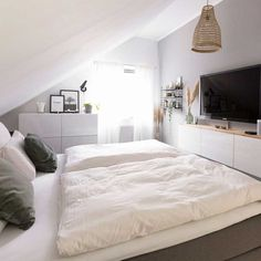 Most current Photos Farmhouse Furniture bedroom Concepts I don't are now living in a farmhouse…in reality it's not close. Bedroom Inspo, Bedroom Decor, Attic Bedroom Designs, Paint Your House, Ceiling Storage, Style Loft, Bedroom Storage, New Room, Room Inspiration