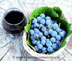 Sirop de struguri Juice Drinks, Calzone, Italian Dishes, Lasagna, Pickles, Blueberry, Fruit, Drink Recipes, Pizza