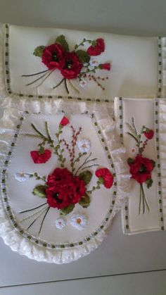 Christmas Embroidery Patterns, Embroidery Bags, Learn Embroidery, Ribbon Embroidery Tutorial, Silk Ribbon Embroidery, Decoupage Box, Ribbon Crafts, Diy And Crafts, Creative Crafts