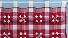 Cortina trabalhada na parte de cima em oxford, com 1,50 x 1,50 pode ser entubada para varão fino, ou com alças (como nos modelos azul e vermelho) <br>Cores disponíveis - Marrom/ branco - Azul/ branco - Verde/ branco - Vermelho/ branco - Amarelo/ branco <br>Fazemos em qualquer tamanho ( consulte valores enviando a largura e a altura desejados)