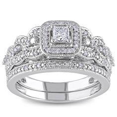 <li>Princess-cut and round white diamond bridal ring set</li><li>14-karat white gold jewelry</li><li><a href='http://www.overstock.com/downloads/pdf/2010_RingSizing.pdf'><span class='links'>Click here for ring sizing guide</span></a></li>