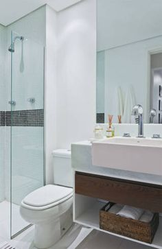 Dozens of ideas to help you decorate a small bathroom and bring style to the most important room in the house. Find organizational tips, artwork, and more. Bad Inspiration, Decoration Inspiration, Bathroom Inspiration, Lavatory Design, Italian Bathroom, Bathroom Renos, Bathroom Remodeling, Office Interior Design, Beautiful Bathrooms