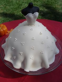 How to make a wedding dress cake ~ everything knitticrafty: Here comes the Bride!
