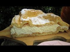 Jest to ciasto znane i lubiane :) Składa się ze spodów z ciasta parzonego oraz z pysznego kremu. Ja piekę karpatkę według tego przepisu i jeszcze nigdy mi się nie zdarzyło, by nie wyszła. To przepis pewniak. Składniki: ***przepis na dużą blaszkę około 25x40cm, ciasto parzone -150g masła -300ml wody, -1, krem -1 litr mleka -4 płaskie łyżki mąki pszennej, -4 płaskie łyżki mąki ziemniaczanej -3 żółtka -3/4 szkl cukru -250g masła, dodatkowo- cukier puder do posypania ciasta Puff Pastry Desserts, Apple Pie, Sweet Treats, Bread, Cheese, Recipes, Food, Polish, Youtube