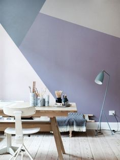 Hoe maak je kleurvlakken op de muur? En welke vorm kies je? Met deze inspiratie beelden kun je allerlei ideeen opdoen voor jouw interieur + kleurvlakken