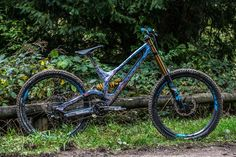 Ken Block's Specialized Carbon S-Works Demo 8 Mtb Bicycle, Bmx, Vtt Dirt, Off Road Bikes, Downhill Bike, Specialized Bikes, Ken Block, Mountain Biking, It Works