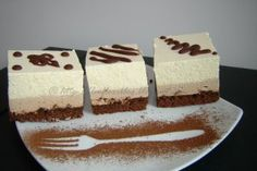 Cakes with chocolate mousse and peach mousse Source by dianacuc Desserts For A Crowd, Easy Desserts, Delicious Desserts, Dessert Recipes, Yummy Food, Romanian Desserts, Romanian Food, Romanian Recipes, Peach Mousse