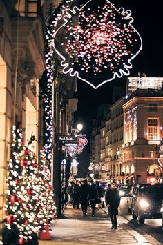 ♔ Christmas in Paris