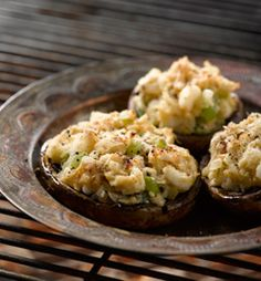 Cook these Crab Stuffed Mushrooms for your next dinner party Braai Recipes, Vegetarian Recipes, Healthy Family Meals, Healthy Snacks, Mushroom Starters, Crab Stuffed Mushrooms, Mushroom Recipes, Delicious Desserts, Sweet Treats