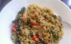 Quinoa con verdure - Ricetta per preparare la quinoa con verdure, un delizioso primo piatto perfetto da preparare se avete voglia di un pasto esotico e particolare, magari per stupire i vostri familiari.