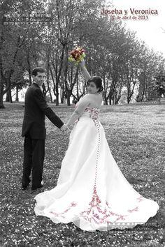 Felicidades a Joseba y Verónica en vuestro tercer Aniversario! Os deseamos desde Foto Ibáñez que el día de hoy sea tan feliz como el día de vuestra boda.  ¡Gracias por contar con nosotros!