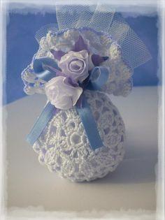 Las chicas del crochet Crochet Sachet, Crochet Baby, Crochet Crafts, Crochet Projects, Crochet Wedding Favours, Crochet Keychain, Tunisian Crochet, Afghan Crochet Patterns, Felt Fabric