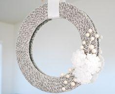 Easy wreath: circle of cardboard, yarn, sprig of flowers, ribbon. #tutorials