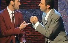 Marco Mengoni ospite a Neripoppins: esibizione da urlo sulle note dei Queen e gag comica da 10 e lode (VIDEO) | SocialChannel