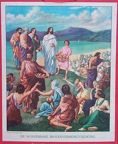 Jezus deelt het brood en de vissen uit.