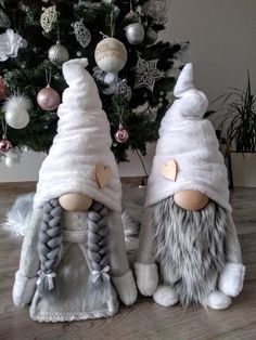 Christmas Crafts For Kids, Christmas Holidays, Christmas Knomes, Diy Snowman Decorations, Scandinavian Gnomes, Theme Noel, Craft Free, Homemade Crafts, Felt Dolls