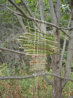 "Seven ""Land Art"" DIY Ideas for Camping or Vacation Land Art, Forest School Activities, Nature Activities, Art Et Nature, Nature Crafts, Reggio Emilia, Art Environnemental, Backyard Camping, Weaving Art"