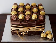Fererro Rocher cake for my bday Chocolate Garnishes, Chocolate Desserts, Rocher Chocolate, Fererro Rocher Cake, Rocher Torte, Gravity Cake, Online Cake Delivery, 21st Cake, Cake Decorating Tips