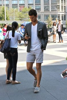 neutral + simple - shorts, t-shirt and blazer for a casual summer look // menswear street style + fashion (Cool Summer Casual) Men Looks, Mode Man, Moda Blog, Smart Casual Outfit, Casual Shoes, Stylish Outfits For Men, Simple Shoes, Casual Wear, Fashion Moda