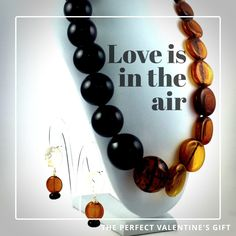 This brown and black necklace is the perfect combination of sober and bold in a beautiful balance that can be used by all type of women!   For more info write us  MYglassdesigns@gmail.com