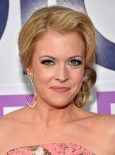 Melissa Joan Hart Pinned Up Ringlets - Melissa Joan Hart looked retro-glam with her pinned-up ringlets at the People's Choice Awards. Jeri Ryan, Melissa Joan Hart, Human Doll, Brooke Shields, Adriana Lima, Height And Weight, Girl Crushes, Pink Dress, Celebs