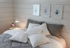 Bedroom ♡ Walls ♡ Grey and white ♡♡ Bedroom Wall, Bedroom Decor, Home And Deco, Grey And White, Bed Pillows, Pillow Cases, Sweet Home, Interior Decorating, New Homes
