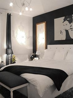 AUDREY HEPBURN PICTURE & BLACK & WHITE ROOM: Above sofa in living room, Above Bed (Apartment / Bedroom Musts) -Ikea-