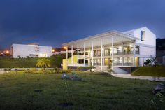 Villa de las Niñas. Por: Soliscolomer y Asociados. Tegucigalpa, Honduras.