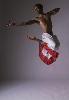 Daniel Phoenix Singh - Singh trained in Bharata Natyam with Guru Meena Telikicherla of Nrityanjali, . Danza Tribal, Tribal Dance, Belly Dancer Costumes, Belly Dancers, Shall We Dance, Just Dance, Dance Art, Dance Music, Ayurveda