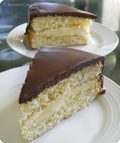 Delicious Cake Recipes, Yummy Cakes, Dessert Recipes, Dessert Boston, Boston Cream Poke Cake, Big Cakes, Cake & Co, Bread Cake, Food To Make