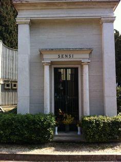 Francesco Franco Sensi Garage Doors, Outdoor Decor, Home Decor, Rome, Summer Time, Decoration Home, Room Decor, Home Interior Design, Carriage Doors