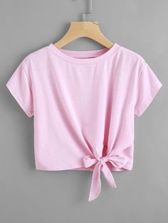 Camiseta con nudo en la parte lateral Cute Comfy Outfits, Pretty Outfits, Stylish Outfits, Cool Outfits, Crop Top Outfits, Crop Top Shirts, Crop Tops, Girls Fashion Clothes, Teen Fashion Outfits