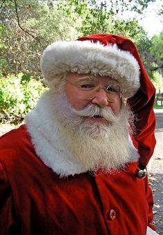 ✴Buon Natale e Felice Anno Nuovo✴Merry Christmas and Happy New Year✴ Merry Christmas Images, Merry Christmas And Happy New Year, Father Christmas, Christmas Art, Xmas, Santa Claus Photography, Santa And Reindeer, Santa Clause, Beautiful Christmas Scenes