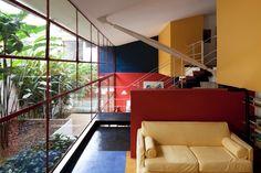 """Reforma em casa dos anos 1950 mantém originalidade e """"paredões"""" de vidro - Casa e Decoração - UOL Mulher"""