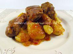 Mancarea de carne de vita cu sos si cartofi este simplu de preparat, gustoasa si consistenta, constituind un pranz ideal.