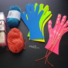 Learn all about the system with this muscle system hand craft for kids. Make science come alive by seeing how the hand works as it moves. They will absolutely love making this Muscular System hand craft for kids! The Human Body, Human Body Science, Human Body Activities, Human Body Unit, Human Body Systems, Science Fair, Science For Kids, Science Education, Skeletal System Activities